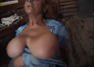 Bartender fucked a sex-addicted mature