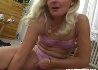 MILF in pink lingerie sucks on the knees