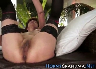 Short-haired MILF gives a gorgeous head