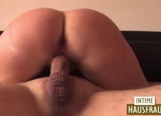 Beauty with perky tits likes morning sex