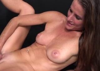 The big-bottomed lady jumps on a huge boner