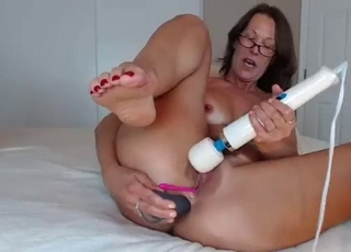 Soloing busty mature plays with a big toy